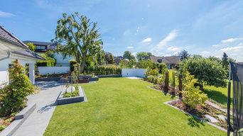 Großflächiger Garten mit Brunnen