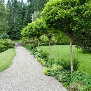 Großer Country Garten mit Auffahrt, Gartenweg und direkter Sonneneinstrahlung in Sonstige
