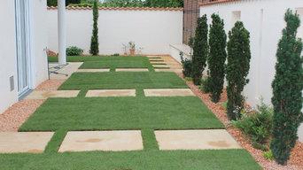 mediteraner Garten mit schmalem Grundstück