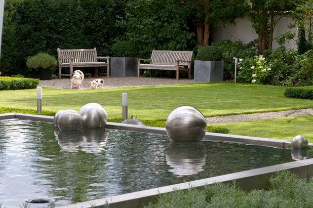 Contemporary Landscape by Klute Garten- und Landschaftsbau GmbH & Co. KG