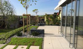 Minimalistische Außenanlage für ein modernes Einfamilienhaus