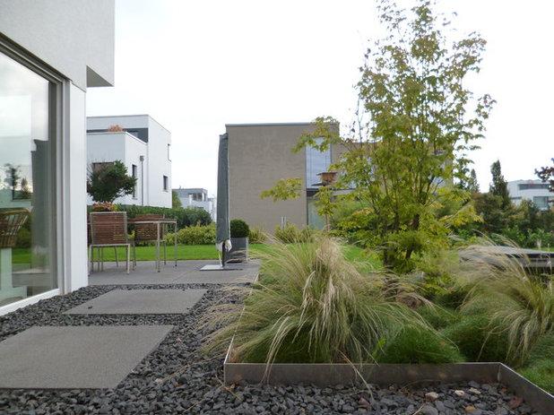 Minimalistisch Garten by besgen Landschaftsarchitektur
