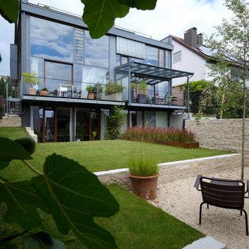 Moderne und offene Gartenanlage für ein Architektenhaus