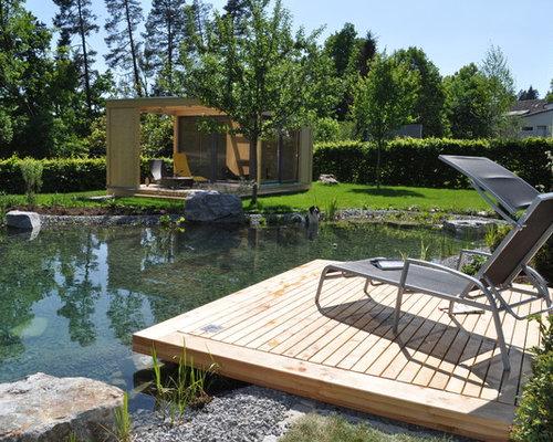 Großer Moderner Garten Hinter Dem Haus Mit Teich Und Dielen