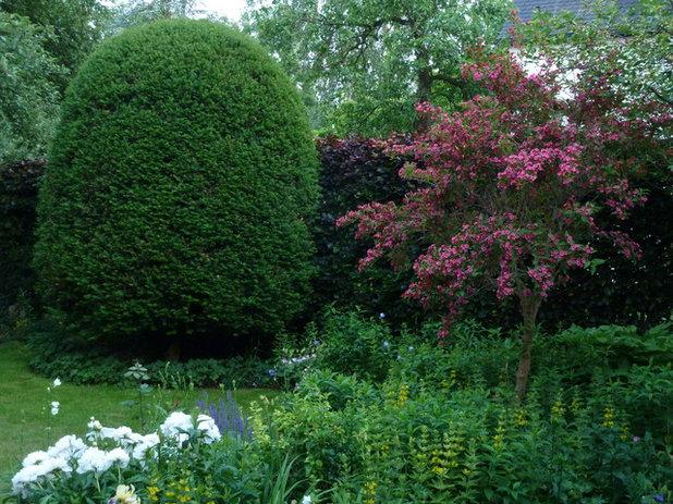 Klassisch Garten by Harald Lebender Gartengestaltung