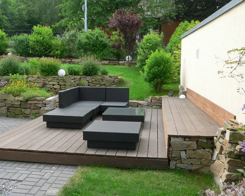 Photo Of A Mid Sized Contemporary Hillside Retaining Wall Landscape In  Dortmund With Decking.