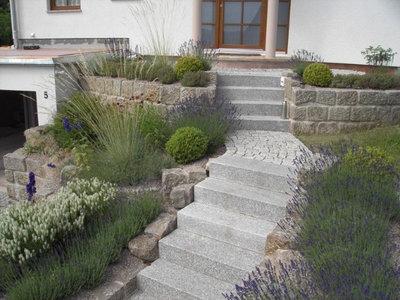 Klassisch modern Garten by NatursteinKonzept | Björn Schories