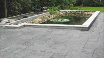 Teicheinfassung mit Granitplatten Crystal White passend zur Terrasse