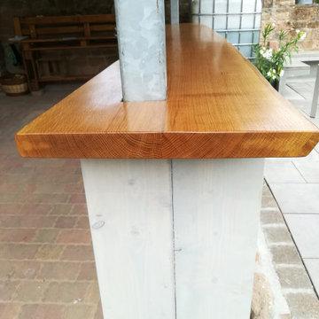 Tresen mit Holzlager