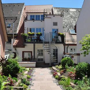 Großer Klassischer Garten hinter dem Haus mit direkter Sonneneinstrahlung in Sonstige
