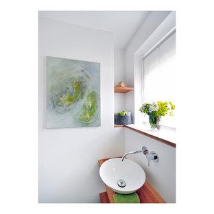 Foto di un piccolo bagno di servizio design con nessun'anta, ante marroni, WC sospeso, piastrelle bianche, piastrelle di vetro, pareti bianche, pavimento in gres porcellanato, lavabo a bacinella, top in marmo e pavimento bianco