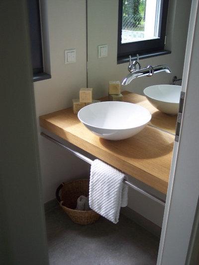 Minimalistisch Gästetoilette by Christine White Design