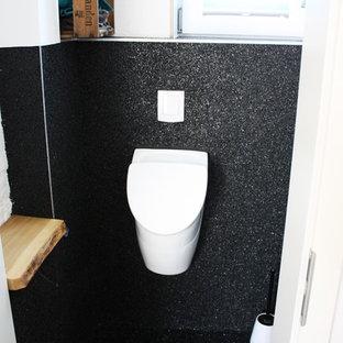 На фото: маленький туалет в стиле лофт с столешницей из дерева, писсуаром, белыми стенами и мраморным полом
