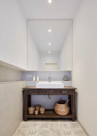 Shabby-Chic-Style Gästetoilette by smyk fischer architekten