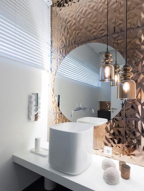 Kleine Moderne Gästetoilette Mit Weißer Wandfarbe Und Aufsatzwaschbecken In  Köln