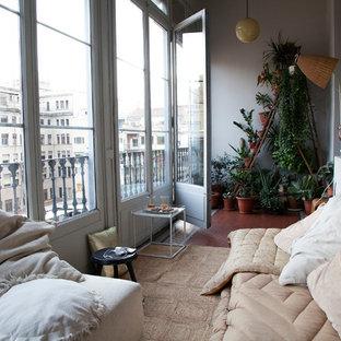 Idées déco pour une véranda scandinave de taille moyenne avec un plafond standard et un sol rouge.