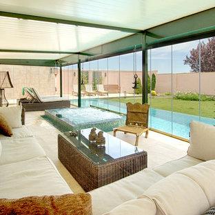 Foto de galería contemporánea con techo estándar y suelo beige