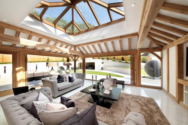 Transitional Family Room by Prime Oak Ltd
