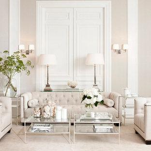 Esempio di un soggiorno shabby-chic style di medie dimensioni e aperto con pareti beige e moquette