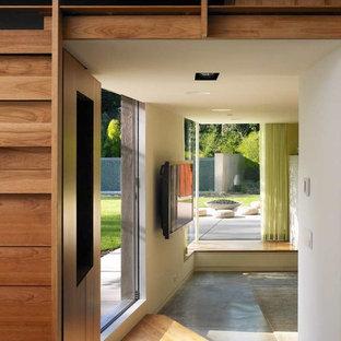 Imagen de sala de estar moderna con suelo de cemento