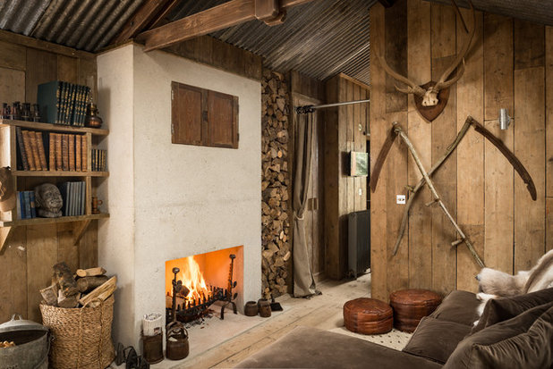 Rustic Family Room by Unique Home Stays