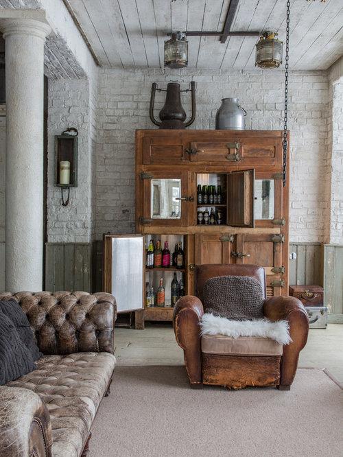 Landhaus Wohnzimmer Mit Hausbar In Surrey