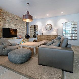 Idée de décoration pour une salle de séjour design avec cheminée suspendue.