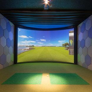 Immagine di un grande soggiorno minimal chiuso con sala giochi, pareti multicolore, moquette e pavimento verde