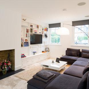 Foto de sala de estar abierta, contemporánea, pequeña, con paredes blancas, suelo de piedra caliza, chimenea tradicional, televisor colgado en la pared y suelo beige