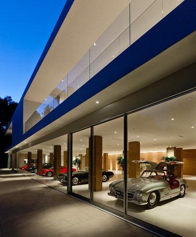 Minimalistisch Garage by Movi Italia Srl