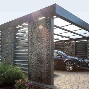 Идея дизайна: большой отдельно стоящий гараж в современном стиле с навесом для автомобилей для двух машин