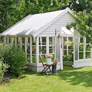 Inspiration for a mid-sized traditional detached garden shed in Other.