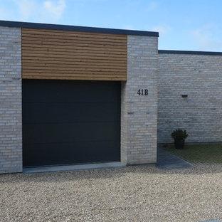 Nordisk inredning av en garage och förråd