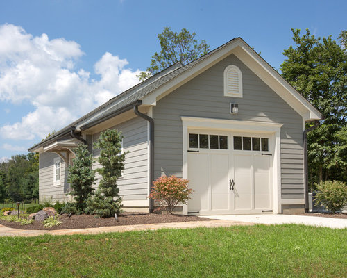 Traditional one-car garage idea in Columbus