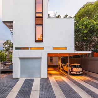 Idée de décoration pour un grand garage pour deux voitures attenant design avec une porte cochère.