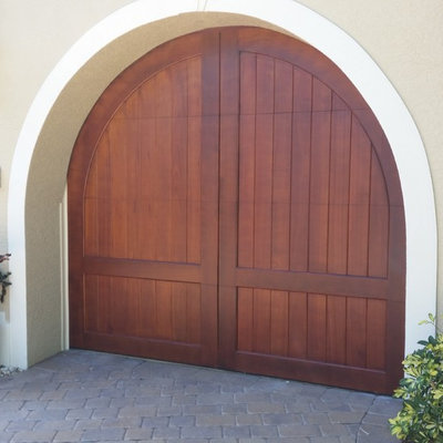 Mid-sized island style attached one-car garage photo in Miami