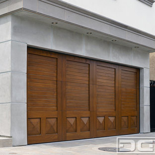 Photo of a large classic double garage in Orange County.