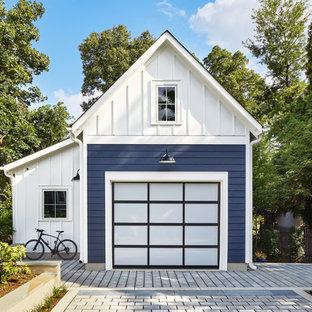 Inspiration pour un garage pour une voiture séparé rustique de taille moyenne avec un bureau, studio ou atelier.