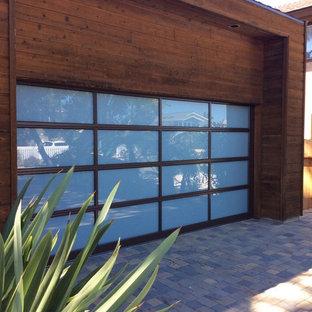Bild på en funkis garage och förråd