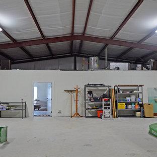 Foto på en lantlig garage och förråd