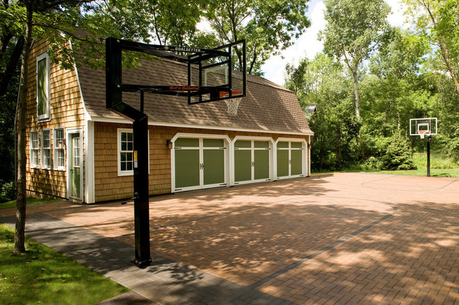 Traditional Shed by Southview Design