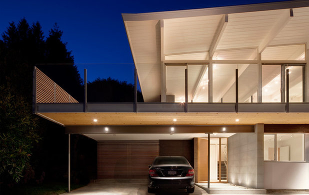 Midcentury Garage by splyce design