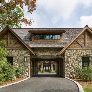 Idéer för en stor rustik fristående garage och förråd, med entrétak