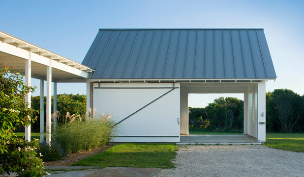 Farmhouse Garage by Estes/Twombly Architects, Inc.