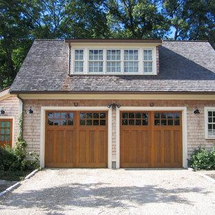 Réalisation d'un garage pour deux voitures séparé tradition de taille moyenne.