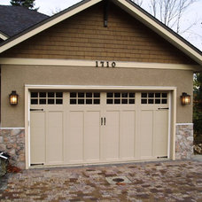 Traditional Garage And Shed by Harbour Door Services Ltd.