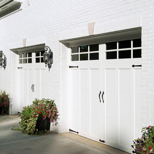 Example of a classic detached three-car garage design in San Diego