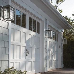 Inspiration för en mellanstor amerikansk tillbyggd tvåbils garage och förråd