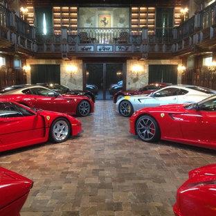 Réalisation d'un très grand garage pour quatre voitures ou plus séparé tradition.