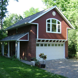 Small classic detached double garage workshop in St Louis.